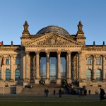 800px-Reichstag_building_Berlin_view_from_west_before_sunset